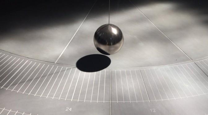 Gerhard Richter, Zwei graue Doppelspiegel für ein Pendel, Münster 2018 (Detail)